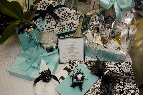 Nyc Wedding Gift Bag Ideas : ... Wedding and Bridal Shower Ideas on Pinterest Black dots, New york