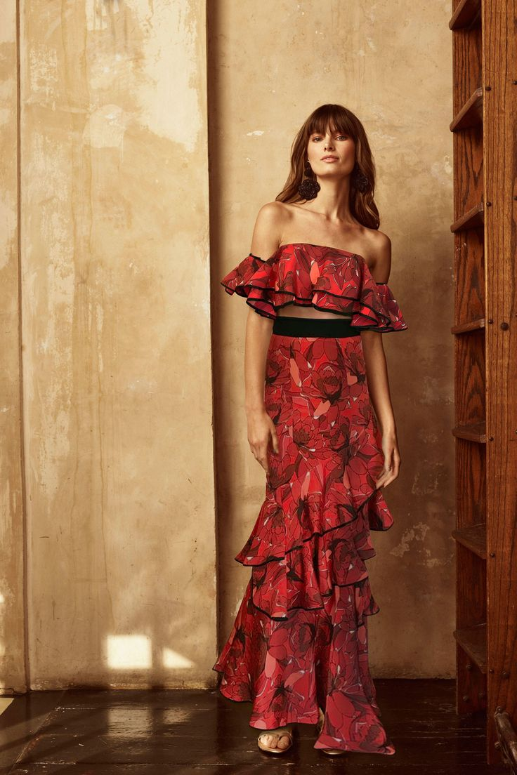 Johanna Ortiz Resort 2018 Collection Photos - Vogue#rexfabrics #purveyoroffinefabrics #cometousforfashion #passionforfabrics