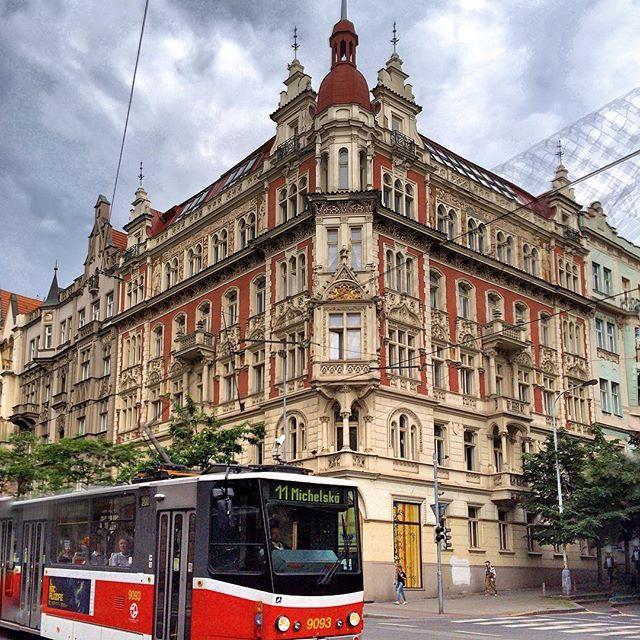 Прочитала сегодня, что Прага - единственный город в Европе, где можно увидеть сразу все историко-архитектурные эпохи последнего тысячелетия🙆🏻📖 🌐 Вот как её не любить?!❤️ #Прага_inn_praha