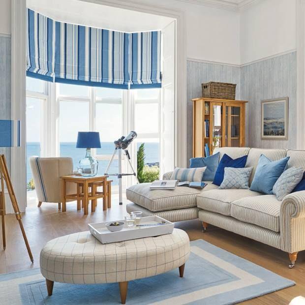 Интерьер комнаты в морском стиле, используем голубые и кремовые цвета, полоска, клетка, красивый вид из окна