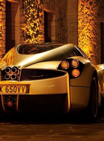 Pagani Huayra #carporn Win the 'ultimate' #supercar experience by clicking on this cool image