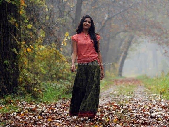 samantha-ruth-prabhu-hot-in-ye-maya-chesave-navel-bikini-stills