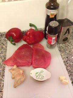 A Tasca do Rato: Bife de atum com molho de pimento vermelho assado