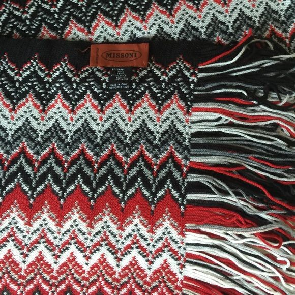 Missoni Scarf Missoni scarf. NWOT. Label detached on one end as pictured. Mint condition from a smoke free home. Missoni Accessories Scarves & Wraps