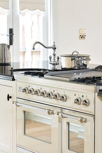 Like the stove here...IH  Tapware here is too old fashion for me...The English Tapware Company