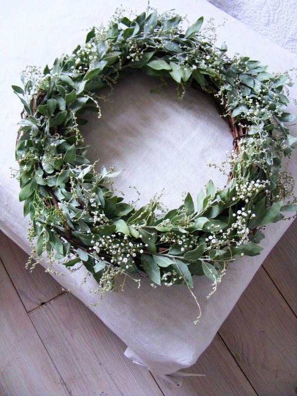 Ma petite maman aime beaucoup la nature et les  choses simples... Alors pour un jour spécial pour elle j'ai trouvé qu'une couronne...