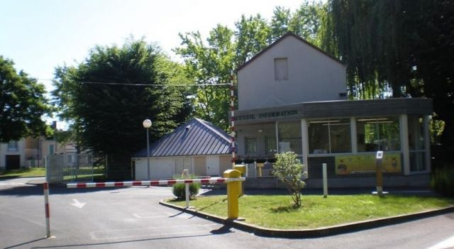 Camping le Rochat Belle Isle - 3 Star #Campgrounds - $95 - #Hotels #France #Châteauroux http://www.justigo.ws/hotels/france/chateauroux/camping-le-rochat-belle-isle_83014.html
