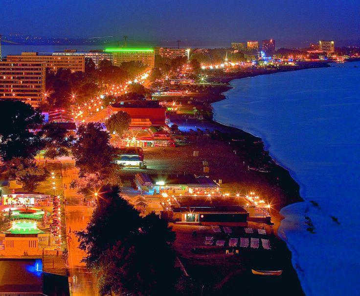 Mamaia by night