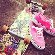Resultado de imagem para meninas andando de skate