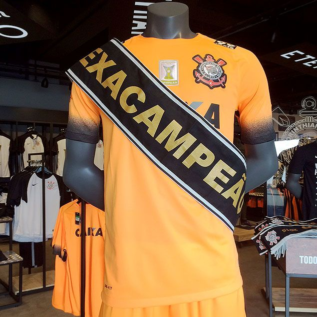 Loja oficial do Corinthians já tem camisa com selo do hexa