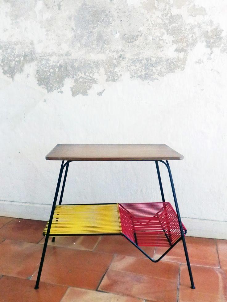 Table scoubidou, petite table vintage années 60 bois et métal.