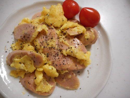 給料日前のボリュームおかず!「魚肉ソーセージのチーズ卵とじ」の作り方