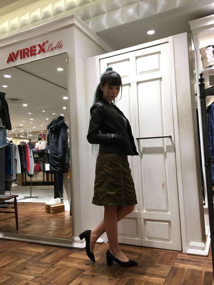 AVIREX Belle渋谷店/MA-1スカート!! ナイロンというボトムスには中々選ばれない素材をAVIREXらしくアレンジした、珍しいスカートです!裏地も若干起毛になっており寒い冬でも腰周りを冷やす事なく履いていただけます◎