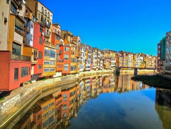Gérone ©Catalunya Experience #Girona #Gerone #Catalogne #Catalunya #Espagne #Espana #riviere #onyar #facades