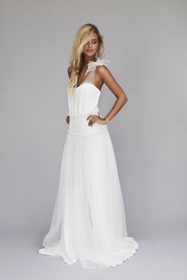 """Robe de mariée longue avec bretelles en dentelles, modèle """"Lou"""" de Rime Arodaky."""