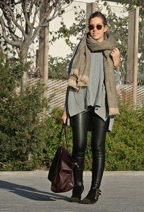 Aline R. Taddei Brodbeck   Leather legging - wet legging -