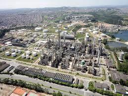 Pouco mais da metade dos recursos que ainda são necessários para a conclusão do Complexo Petroquímico do Rio de Janeiro (Comperj) devem ter contrapartida de um parceiro privado. A informação foi repassada hoje (27) a parlamentares da Assemb