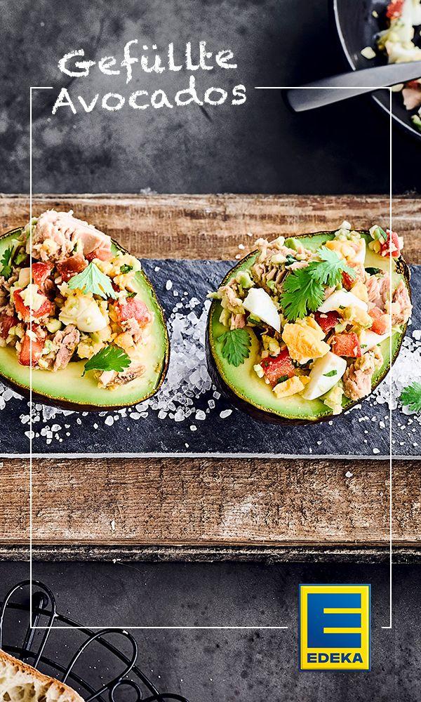 Sie sehen appetitlich aus und garantieren einen leichten und zugleich sättigenden Genuss: gefüllte Avocados! #avocado #vorspeise #thunfisch #edeka