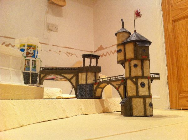 The Original of the Medieval Tower with Pringles' Tube Brandlin Models Site http://brandlin.blogspot.com.br/2010/06/stables-promotional-model-unveiled.html