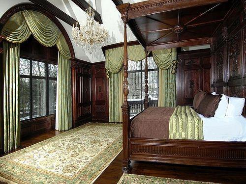 234 best images about victorian homes on pinterest queen for Dark victorian bedroom
