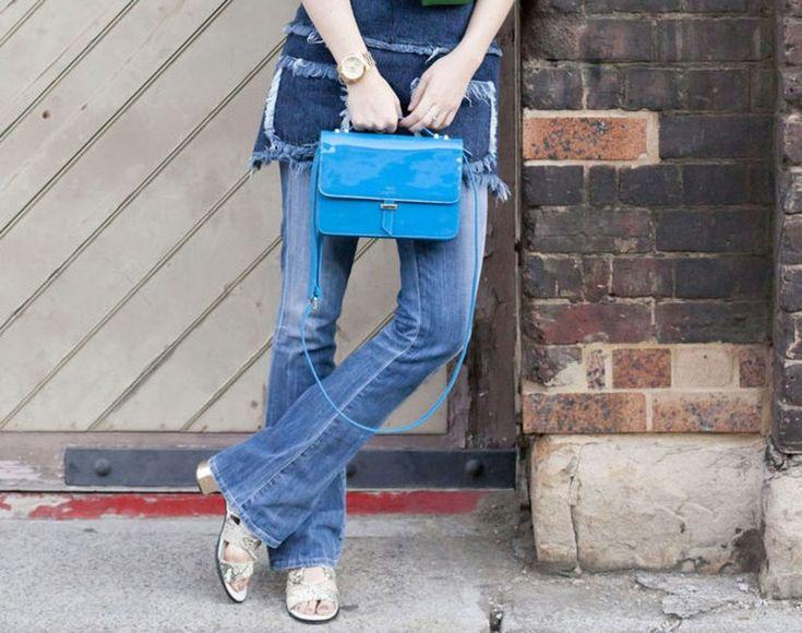 Los pantalones de corte acampanados nos recuerdan la moda de los años 70 y  con toques actuales podemos crear combinaciones chic y casuales.  Sin embargo, suele surgir una duda: ¿con qué zapatos lucir esta prenda?  Son varias las opciones, así que las mencionaremos en este post.