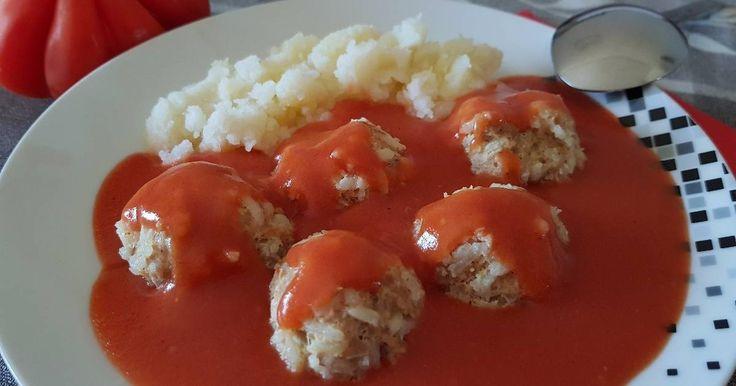 Mennyei Húsgombóc paradicsomos mártással recept! Csak menzakajának hívom, mert anyukám szerintem sose csinált, ettünk elégszer suliban, :)jó is volt szerettem, szeretem! ♡