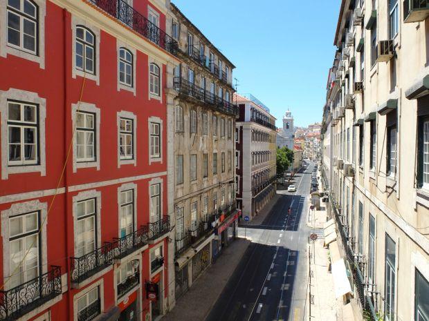 Pourquoi j'aime Lisbonne | Via Detours du Monde Blog | 06/07/2015 Ah, Lisbonne ! Vous me dites si je vous en parle trop, hein ? シ ...je vous propose un billet-déclaration d'amour. Cette ville, je l'aime à distance. Et cela dure depuis 1998, date où mon père m'a emmenée à Lisbonne à l'occasion de l'Exposition universelle. Depuis, je ressent le besoin d'y passer quelques jours chaque année. Car Lisbonne est la ville la plus agréable d'Europe. Enfin, cela reste un avis très personnel. #Portugal