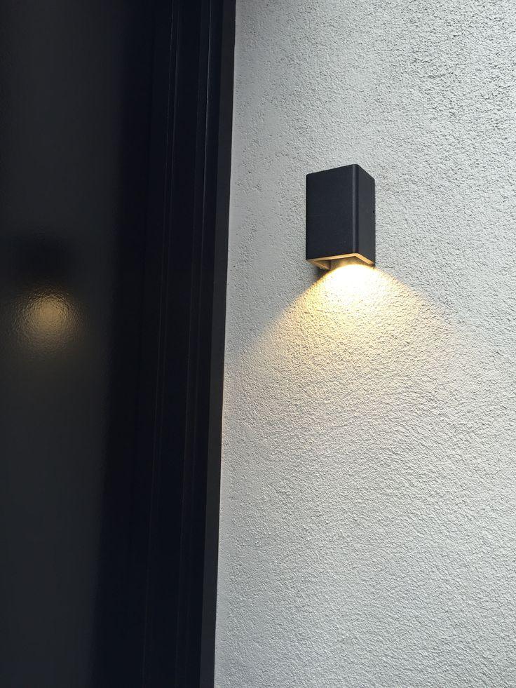 Sphera Muro Wall Light is a very simple yet very effective entry light. Welcome home! #blackisthenewwhite #exteriorlighting #lightingdesign #architecture #wallight #led #sphera