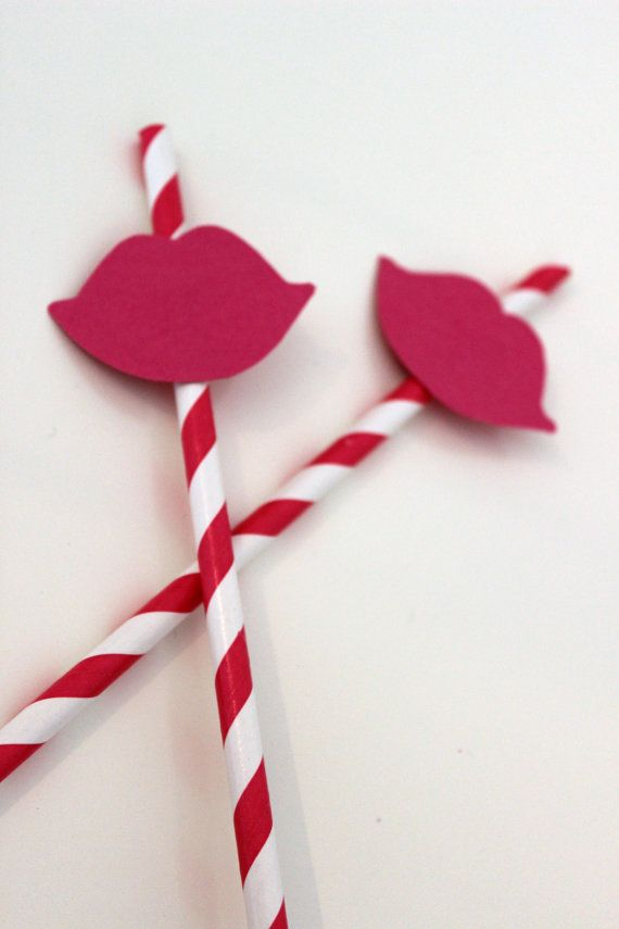 Paper straws with a lipstick decoration by PaperFete on Etsy, £4.00