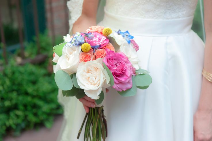 Wedding bouquet by: A Stem Above -Chicago florist Chicago Wedding planner: Staceylynndesign.com