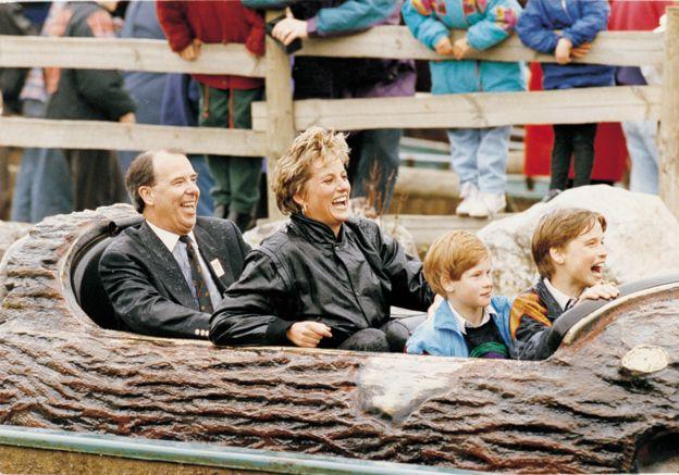 【ELLE】1993年4月 新たな暴露本が出版! チャールズ皇太子とダイアナ元妃の悲しすぎる結婚生活を写真で検証 エル・オンライン