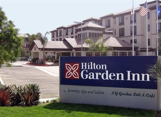 OopsnewsHotels - Hilton Garden Inn San Diego Del Mar. This modern hotel in San Diego provides complimentary wireless internet, as well as a sauna and a Jacuzzi. It also offers body treatments, an express check-in and check-out feature and a beauty centre.   A 24-hour reception, an atm/cash machine and luggage storage are just some of the available services at Hilton Garden Inn San Diego Del Mar. There is an in-house day spa and a golf course.