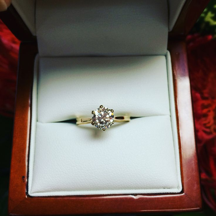 Round Brilliant Cut Solitaire engagement ring