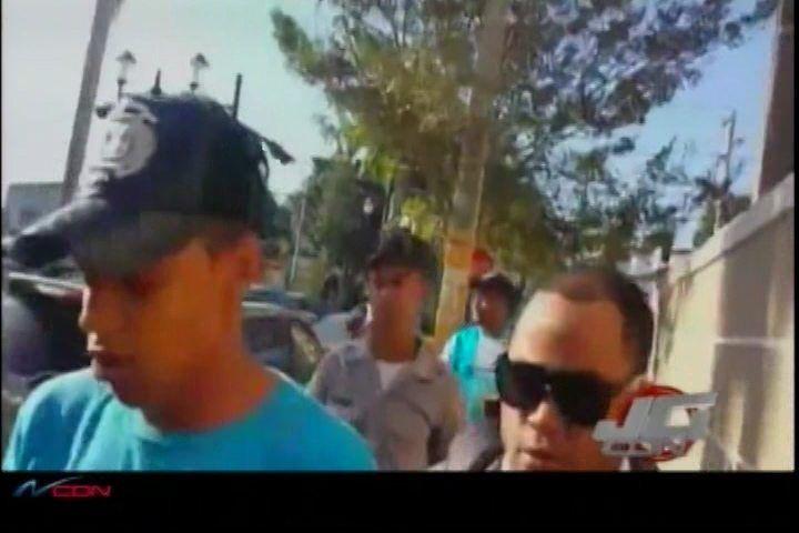 En La Vega Autoridades Apresan A Un Joven Con Auto Que Se Utilizó Para Asaltar Una Banca Donde Murieron Dos Personas