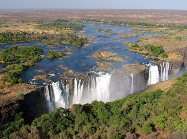 Les chutes Victoria, au Zimbabwe.  © Jean-Louis Delbende