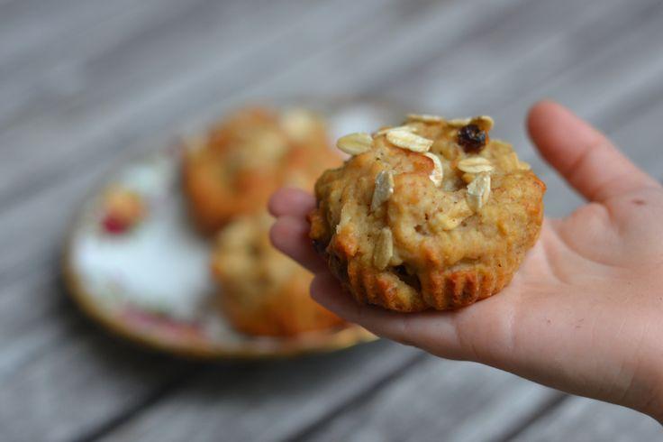 C'est Anette qui a choisi les ingrédients à mettre dans ces muffins. Le résultat est top! Ils sont moelleux à souhait grâce aux petites cubes de pommes et au yogourt. Rendement: 12 Préparatio…