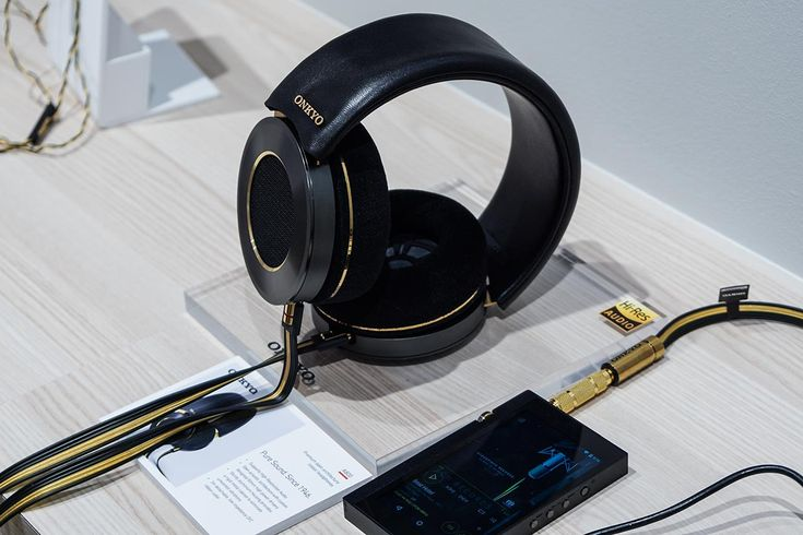 Der In-Ear Onkyo E900M kommt mit 3-Wege-Hybrid-Aufbau, die Bügelkopfhörer Onkyo A800 und Onkyo H900M sollen mit Hochleistungstreibern überzeugen.