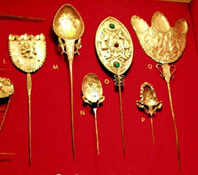 """Repinned by Elizabeth VanBuskirk in """"Teaching about the Incas."""" Here are Inca  tupu pins used to hold a woman's manta over the shoulders. These look they are gold, from the Inca period about 1500.There are colonial portraits, painted right after the conquest  which show how royal Inca women dressed. In some Andean areas today women still use tupus but are usually now in the form of large decorative safety pins (especially Bolivia.)"""