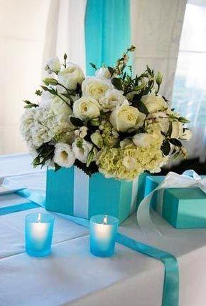 """Flowers in a Tiffany blue box """"vase."""" para la despedida, dónde habrá de ese papel? muy fácil !"""
