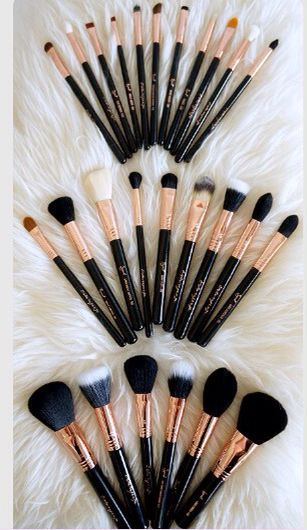 Big brushes small brushes and medium sizes brushes all for your face!!!