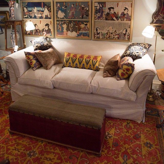A Robert Kime Sofa 43 Museum Street Sofa Robertkime Interiors Interiordesign Antique London Ottoman Cushions Decor Home Decor Living Room