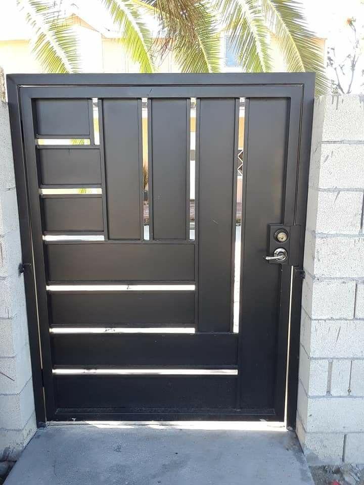 Puerta De Metal In 2020 Fence Contractor Custom Door Custom Gates