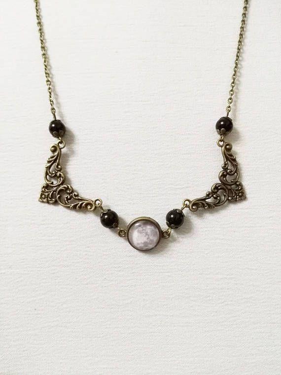 Collana con luna piena filigrana in bronzo e perle nere in
