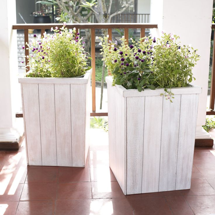 Coral Coast Cape Maye Weathered Eucalyptus Wood 18 x 18 Outdoor Planter - Antique White | from hayneedle.com