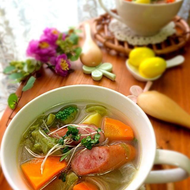 mihaちゃんからいただいた『レモンスープの素』を使って野菜スープを作りました☺️  mihaちゃーん、mihaちゃんのイメージにピッタリの味!!すごく爽やかでとっても美味しかったよ レモンのスープっていいね✨ 夏にもピッタリ mihaちゃんごちそうさまでした〜 - 171件のもぐもぐ - 爽やかmihaちゃんの『広島レモン爽やかスープ』 by kumi526