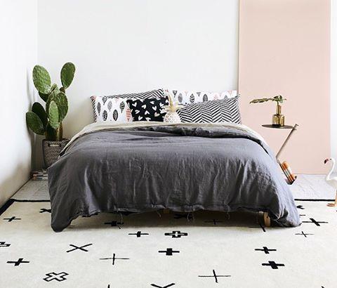 • cama, por favor! ♥️ • via i love linen ♥️ #apto41inspira #homedecor #decor #cover #homewares #interiordesign #bedroom #apto41bedroom #decoracao #rug #home #bed