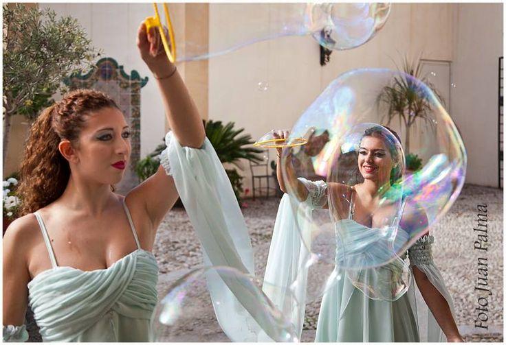 Giant soap bubbles Show