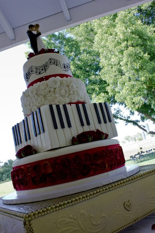 Music themed wedding cake.  Black, White, and Red.                                                                                                                                                                                 More