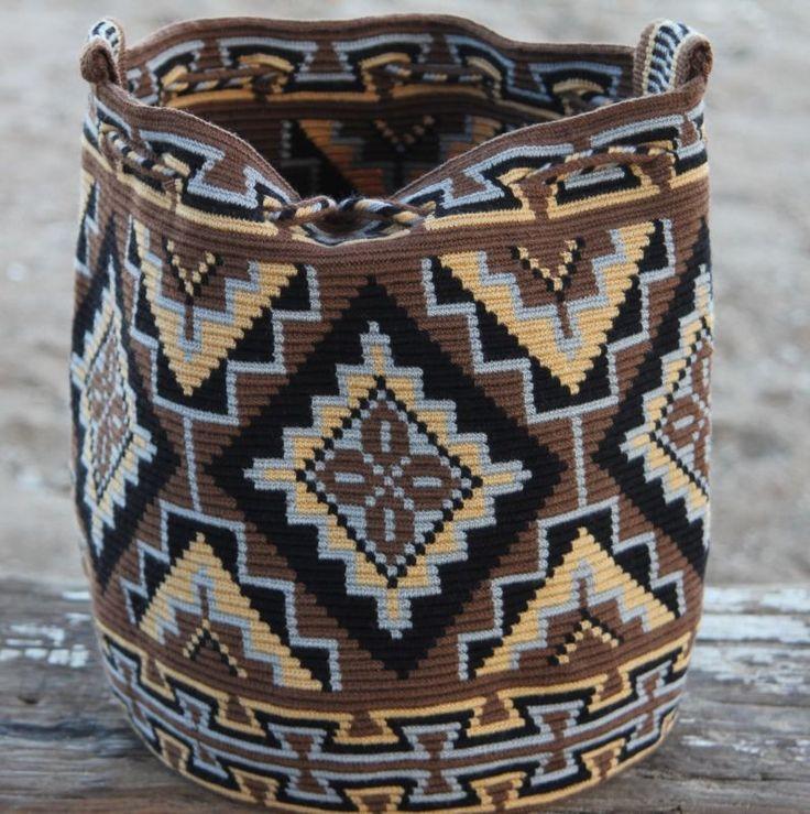 Original Wayuu Mochila hand woven in LaGuaira Colombia, una hebra tecnique
