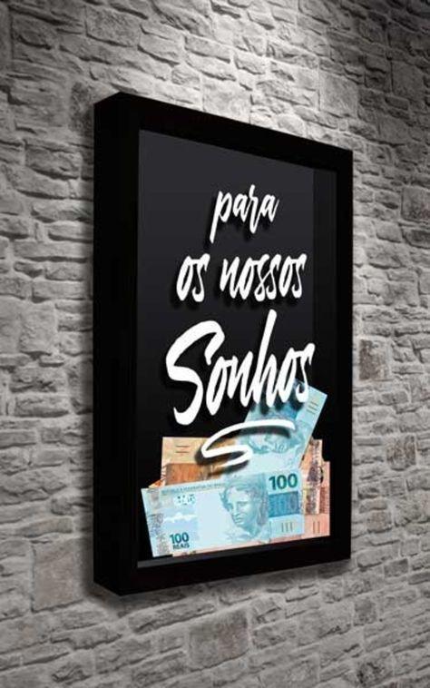 Quadro Cofre - Para os nosso SONHOS    Neste quadro você guarda suas economias para suas férias. O dinheiro é inserido na parte superior através de uma abertura especial.
